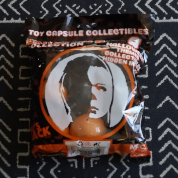 NECA Halloween II Toy Capsule Collectables